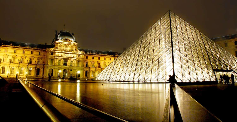 Museum Louvre (Musee du Louvre) - Peninggalan Sejarah Prancis Terbagus Di Dunia